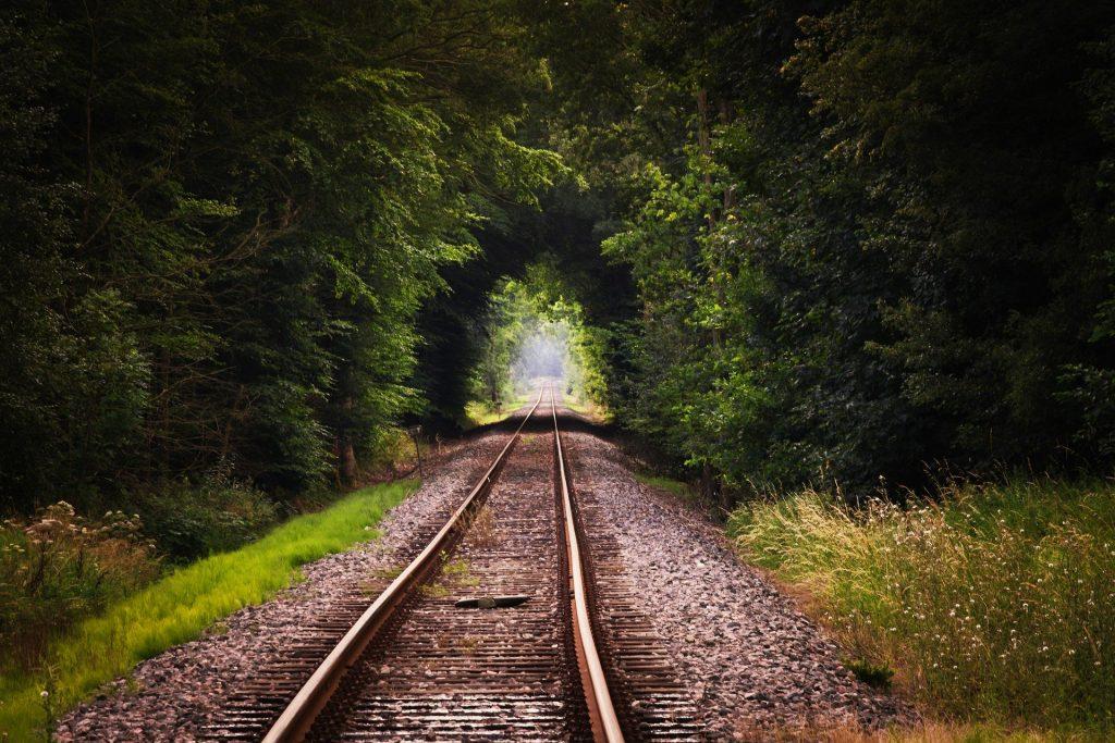 treinspoor in het groen