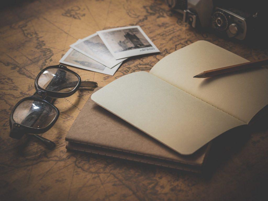 vakantiefoto en notitieboekje